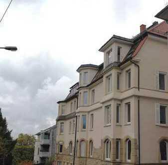 Erstbezug nach Sanierung: Helle 3-Zimmer-Wohnung mit Ausblick auf Killesberg, Balkon, TG, Aufzug