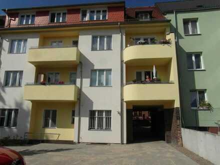 Helle, ruhige Wohnung im Stadtteil West mit großem Balkon