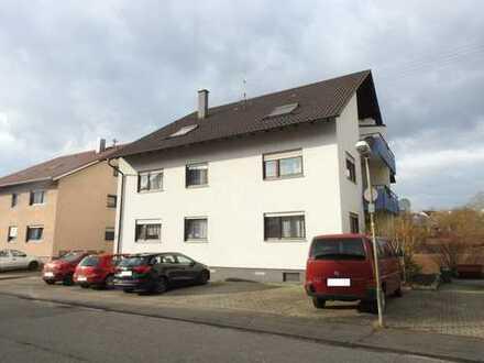 Gepflegte 2-Zi.-DG.-wohnung mit Garage, Balkon und Freizeitgrundstück mit Gartenhaus in Bretten