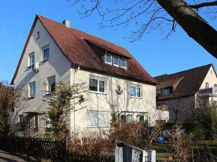 *** Helle Dachgeschoss-Wohnung in Stuttgart-Stammheim! ***
