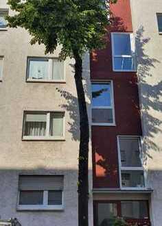 Freie 1-Zimmer-Hochparterre-Wohnung mit Balkon und Einbauküche in Mannheim-Lindenhof