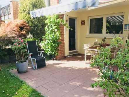 Exklusive 3-Zimmer- Gartenwohnung mit EBK und Garage ! von privat !