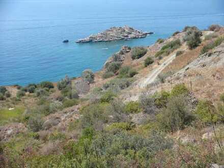Großzügiges Grundstück für Neubau von: Hotel/Villenbau, direkt am Meer nahe Ag. Galini