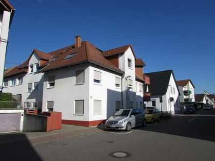 Gepflegte und gut geschnittene Dachgeschoss-Wohnung in zentraler Lage Viernheims