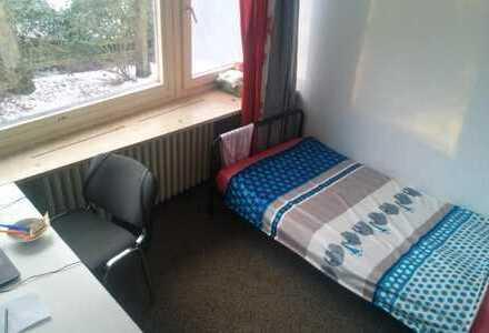 Ein 14m2 hübsches Zimmer mit eigenem Badezimmer in einem Studentischen Wohnheim