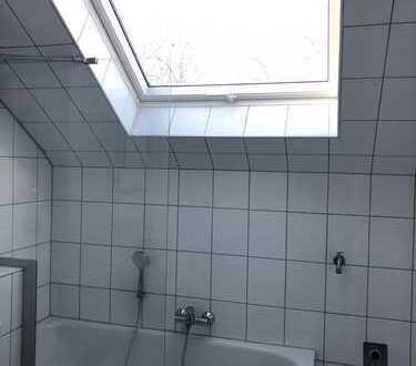 Dachgeschoss: Erstbezug nach Sanierung mit EBK: helle und zentrale 2-Zimmer-Wohnung in Mainz