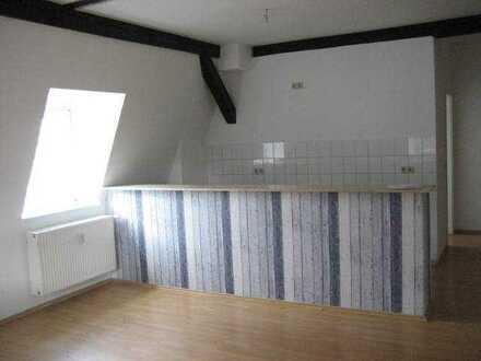Günstige 3 RW DG Wohnung mit typischen Dachbalken im Gutshaus Sorgenlos