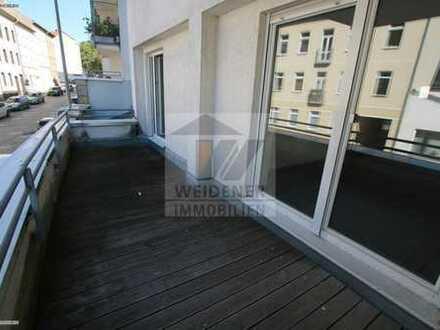 Großer Balkon und Aufzug! 2 Raum Wohnung am Wintergarten!