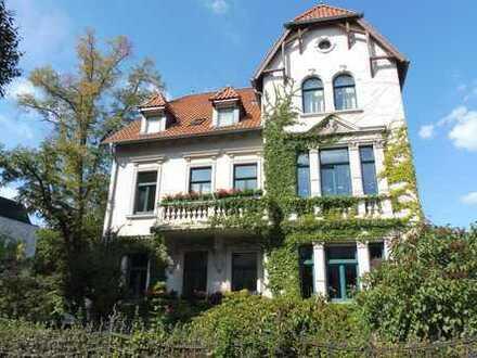 Erstbezug nach Sanierung: stilvolle 5-Zimmer-Altbauwohnung mit 2 Balkonen in Stadtvilla