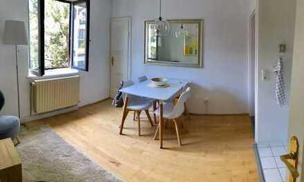 MÖBLIERTE stilvolle, neuwertige 2-Zimmer-Wohnung mit Einbauküche in Lehel, München