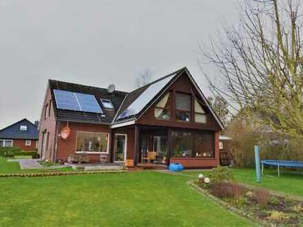 Zentrale, ruhige Sackgassenlage! Sehr geräumiges Einfamilienhaus mit Wintergarten und PV-Anlage ...
