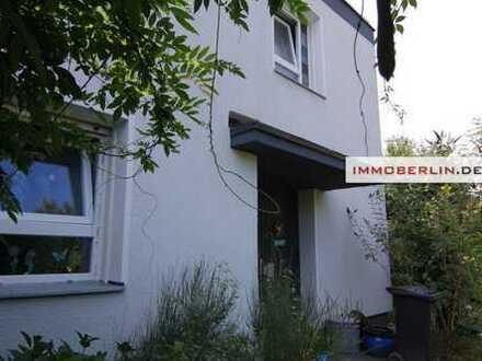 IMMOBERLIN: Kernsaniertes vermietetes Reihenendhaus mit Südgarten in Toplage