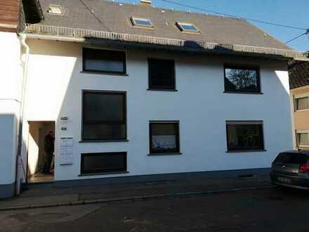 Sanierte und erstklassige 1-Zimmer-DG-Wohnung in Beltheim-Sevenich zu vermieten!