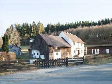 Kompakte Hofstelle mit großen Wiesenflächen in traumhafter Randlage am Wald
