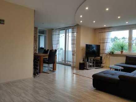 Lichtdurchflutete, modernisierte 4-Zimmer-Wohnung mit Balkon und EBK im Rhein-Neckar-Kreis
