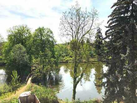 Entspannt Wohnen in grüner Umgebung! Hochwertig sanierte 3-Zi.-DG-Altbau auf ca. 99m² mit 2 Bakonen