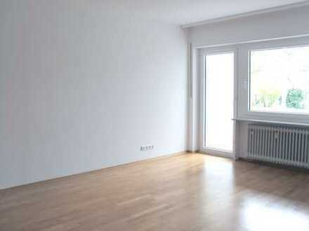 ERSTBEZUG NACH SANIERUNG - Schicke Single-Wohnung mit Parkett, Loggia und EBK in zentraler Lage