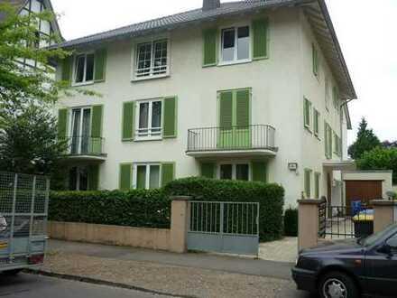 Villenviertel: Maisonette-Wohnung mit Loggia, 5 Zimmer, teils hohe Decken