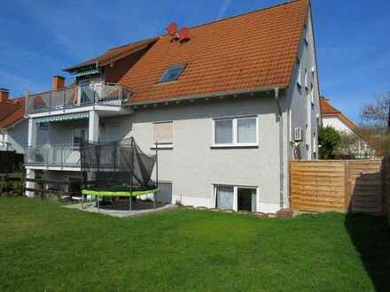 Ruhige und gepflegte Wohnung mit vier Zimmern sowie Terrasse und Einbauküche in Roxheim