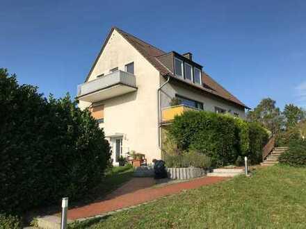 Schöne Dachgeschosswohnung in 1A Grünlage