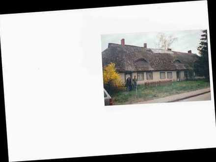 Gebäude und Freifläche in Sarnow zu verkaufen