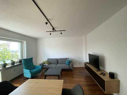 Stilvolle, modernisierte 3-Zimmer-Wohnung mit Balkon und EBK in Weiden