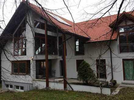 Wohnung in renovierter Villa in idyllischer ruhiger Lage mit Garten und Zugspitzblick