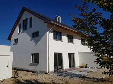 ... Erstbezug in moderner Neubau-DHH mit eigenem Garten in ruhiger Lage in Mühldorf-Süd ...