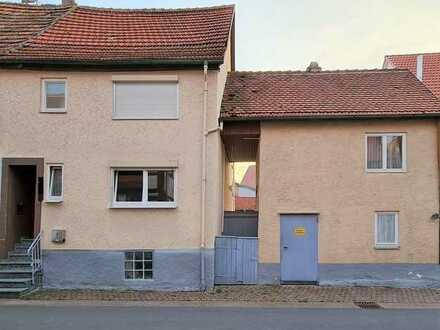 Kleines Einfamilienhäuschen mit Nebengebäude