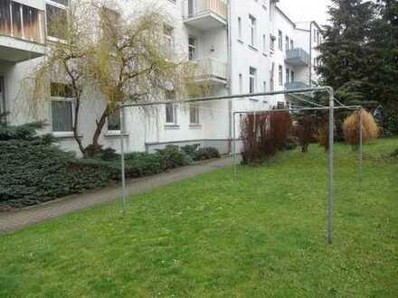 3-Raum mit Balkon und auf Wunsch mit Einbauküche auf dem Kaßberg !!