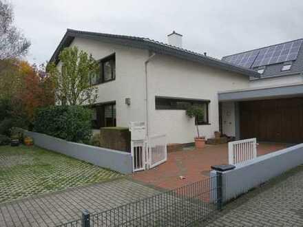 Provisionsfrei - Viel Platz zum Wohnen und Leben - Großzügiges Architektenhaus in ruhiger Wohnlage