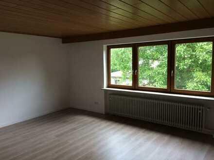 Modernisierte 4-Zimmer-Wohnung mit Balkon und EBK in Oberhinkofen