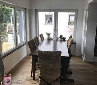 Erstbezug nach Sanierung mit Süd-Terrasse: attraktive 4-Zimmer-Wohnung in bester Südstadt Lage