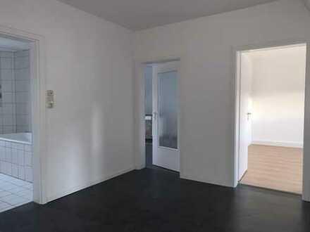 Sofort beziehbar! Moderne, helle 3-Zimmer-Wohnung im DG eines 3-Familienhauses in Mundenheim!