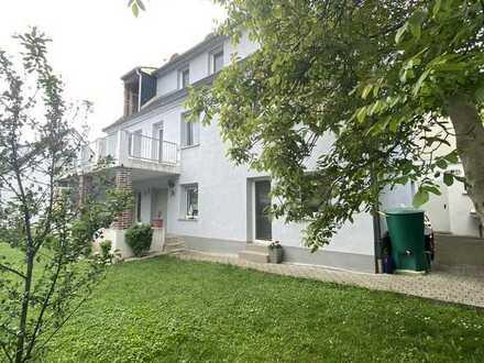Großes Einfamilienhaus mit Einliegerwohnung, Garten & Garage in ruhiger Hanglage