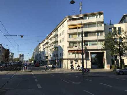 2-Zimmer-Wohnung mit Balkon und Einbauküche in Laim, München