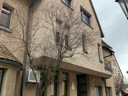 2,5-Zimmer-Dachgeschoss-Wohnung in der Innenstadt zu vermieten!