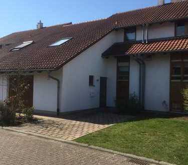 Gepflegte Doppelhaushälfte mit Garage in Toplage von Hayna