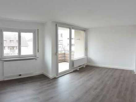Vollständig renovierte 3-Zimmer-Wohnung mit Balkon und EBK in zentrumsnaher Lage