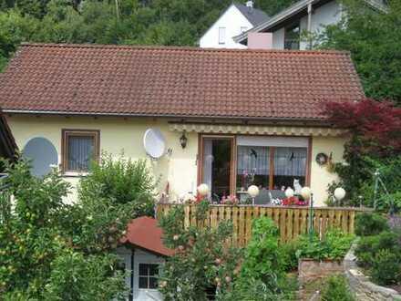 Gepflegtes EFH mit 4 Zimmern und 2 Bädern, Doppelgarage, Terrasse, Garten und neuer Heizungsanlage