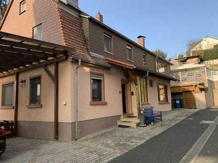 2- Familienhaus mit 2 zwei Garagen!