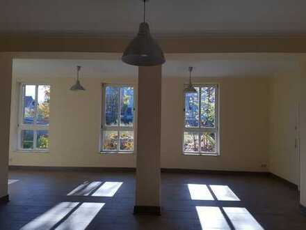 Super schöne Einzelwohnung, 3 Zi. - 150 m² ebenerdig in Jößnitz