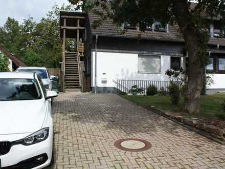 Gepflegte 5-Zimmer-DG-Wohnung mit Balkon und Einbauküche in ruhiger Wohnlage
