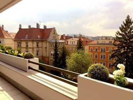 Lichdurchflutete, sanierte, geräumige zwei Zimmer Wohnung in Halbhöhenlage Stuttgart, Süd