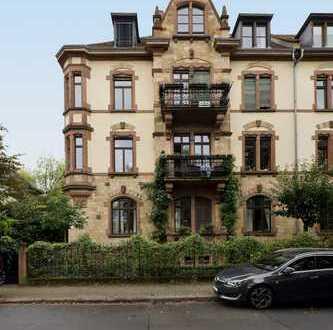 4,5-Zimmer Wohnung mit zwei Balkonen und Fischgrätenparkett