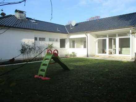 Alles auf einer Ebene !!! Modernisierter, freistehender Bungalow mit sonnigem Garten !!!