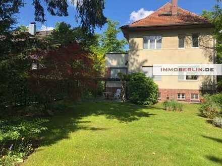 IMMOBERLIN:Großzügiges Einfamilienhaus mit prächtiger Gartenidylle