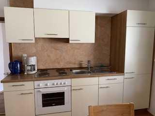 Sanierte 2-Raum-Wohnung mit Einbauküche in Rhodt unter Rietburg