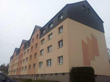 Schöne Drei-Raum Wohnung im EG mit Blick über das Zschopautal zu vermieten!