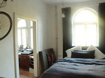 Liebevoll sanierte Altbauwohnung mit großer Wohnküche!